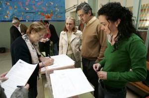 Constitución de una mesa electoral  (ARCHIVO)