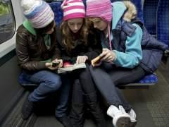 Grupo de tres amigas de viaje. (JUTTA KLEE / GTRESONLINE)