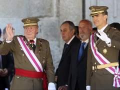 El rey y el príncipe, en el primer acto oficial después la abdicación. (Ballesteros / EFE)