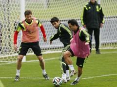 Los jugadores españoles Diego Costa, Xavi Alonso y Xavi Hernández en un entrenamiento. (EFE)