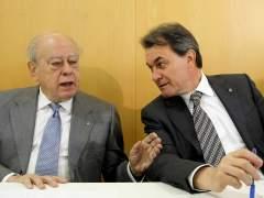 El presidente de la Generalitat, Artur Mas, y el expresidente Jordi Pujol. (Alberto Estévez / EFE)