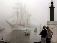 El buque de la Armada Española Juan Sebastián de Elcano. (EFE)