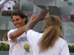 Rafa Nadal y Serena Williams durante un partido benéfico del 'Charity Day'. (Sergio Barrenechea / EFE)