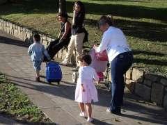 Varios niños yendo al colegio. (ARCHIVO)