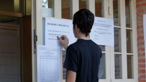 Un alumno en el instituto Príncipe Felipe (Fuencarral). (JORGE PARÍS)