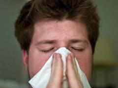 Imagen de archivo de una persona resfriada