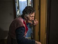 Carmen Martínez el pasado viernes 23 de noviembre durante su desahucio en Vallecas. (ANDRES KUDACKI /AP/ GTRES)