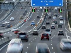 Tráfico por la A-6 a la salida de Madrid (EFE)