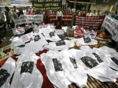 Víctimas del desastre de Bhopal protestan contra patrocinio de Dow Chemicals en los JJOO de Londres 2012. (EFE)