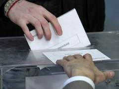 Ejerciendo el derecho al voto el 20-N en el colegio Nuestra Señora del Buen Consejo, en Madrid.  (EFE)