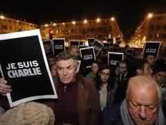Manifestación en París contra la masacre del 'Charlie Hebdo' (SEBASTIEN NOGIER / EFE)