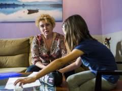 ilar y su hija de 7 años son una familia de las 52 a las que el Ayuntamiento de Valencia ha denegado la beca de comedor escolar por deber impuestos. (EVA MÁÑEZ)