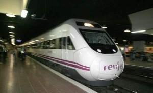 Una imagen del AVE entre Madrid y Barcelona. (ARCHIVO).