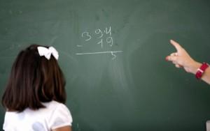 Una niña de Primaria en una clase. (ARCHIVO)