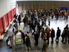 Colas en un instituto para votar. (ACN)