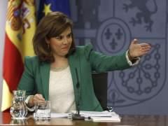 La vicepresidenta y portavoz del Gobierno, Soraya Sáenz de Santamaría. (EFE)