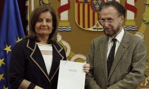 Fátima Báñez con Víctor Pérez, de la Comisión de Expertos para reformar las pensiones