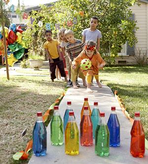 Un planazo de cumpleaños: la bolera exclusiva para niños. Primero, la crean juntos, después... ¡a disfrutarla!