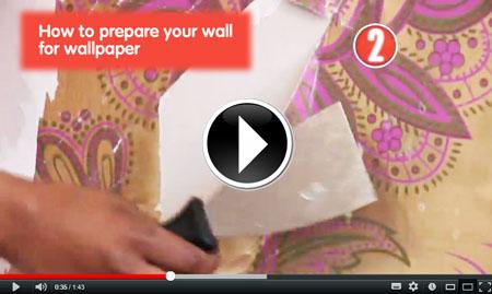 Accede al vídeo de Homeserve en el que nuestros compañeros te dan pistas para colocar tu papel de pared.