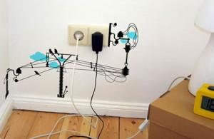 Tus enchufes vivirán en armonía soportando poca carga eléctrica: no los satures de aparatos.