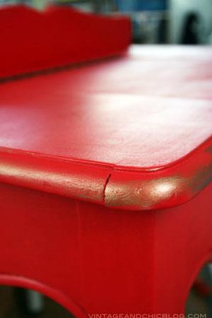 Reparación de muebles dándoles un efecto vintage con pintura brillante