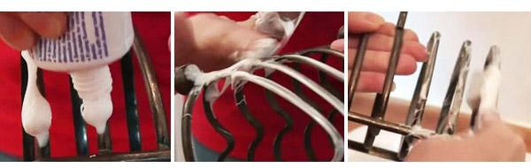 dentífrico, agua templada, cepillo y a frotar: sencillo y efectivo como un revés cortado a media pista.