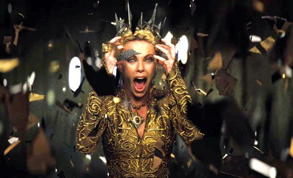 La malvada reina de Blanca Nieves lo sabe: su secreto está en su espejo.