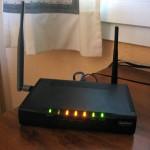 Tu router te roba energía en todo momendo: todas sus luces y su gestión de datos, multiplicada por 24 horas al día, supone un gasto innecesario que puedes cortar cuando no lo estés usando.