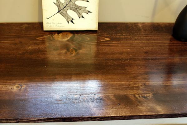 C mo quitar manchas de la madera rompiendo mitos modernos for Como quitar manchas de pintura de aceite del piso