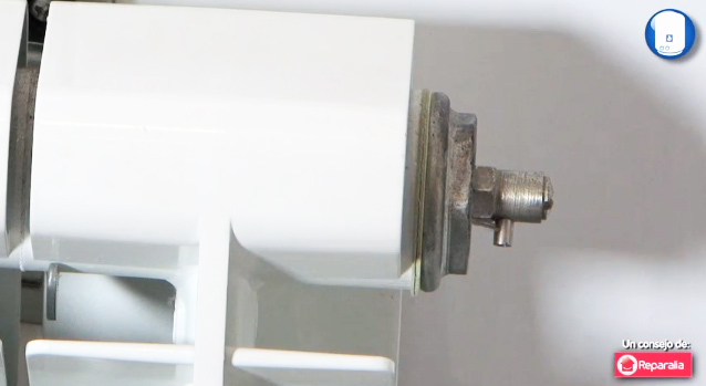 Fontaner a un hogar con mucho oficio for Como purgar radiadores de calefaccion