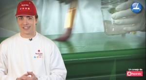 Hoy, los profesionales de tu hogar de Reparalia te enseñan cómo decapar la pintura de un mueble para repintarlo de nuevo o darle un precioso efecto vintage a tu casa. Deja que los mejores pintores te cuenten la técnica que te ayudará a ser la envidia de tus visitas, y de paso consulta estos otros trucos para no ensuciar mientras pintas, limpiar manchas en ropa o superficies, y ayudar a los más desfavorecidos si ya no necesitas ese u otros muebles de casa.
