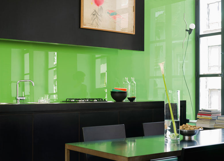 4 ideas geniales y baratas para renovar tu cocina sin - Paredes de cocina sin azulejos ...