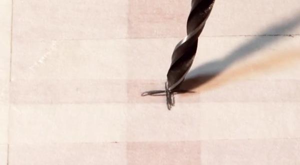 Los profesionales del hogar de Reparalia te dan su truco para acabar con los ruidos de tarima flotante, que no están pegados ni clavados al soporte. Los mayores expertos en la instalación de tarima y parquet, cuya experiencia te ayudará a silenciar para siempre tus pasos por la casa. Carpinteros especialistas que te enseñan hoy a inyectar espuma de poliuretano bajo tu suelo, paso a paso, para ahorrar dinero en tu hogar y conseguir disfrutar de él tanto como te mereces. Y si necesitas ayuda, cuenta con nuestros profesionales para asistirte en toda España y de forma económica: tienes a tu disposición más de 20 gremios entre carpinteros, fontaneros, albañiles, pintores, electricistas, cerrajeros, cristaleros… cerca de ti y con solo una llamada de teléfono al 902810572 o al 911774665. Y en www.reparalia.com