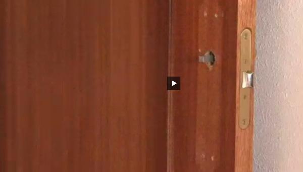 Reparar puerta de madera awesome gallery of cool contacte - Como barnizar una puerta de madera ...