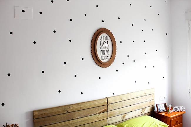 Habitaciones un hogar con mucho oficio - Como decorar una pared blanca ...