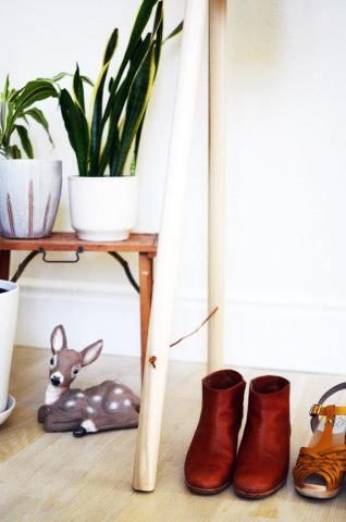 Un DIY low cost de carpintería, recomendado por los mejores carpinteros de toda España, los profesionales del hogar de Reparalia. ¿Te atreves a montar tu propio armario al aire para reforzar el espacio de tu habitación y mejorar su decoración totalmente a la moda? Seguro que sí, con un poco de nuestra ayuda ;)
