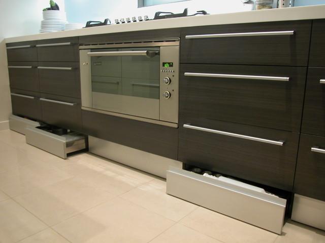 Nuestros carpinteros te ense an c mo dar un aire nuevo a for Utiles de cocina baratos