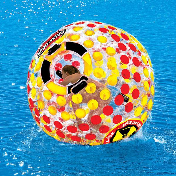 Haz un upgrade de tu piscina 6 complementos acu ticos que for Piscina hinchable ninos