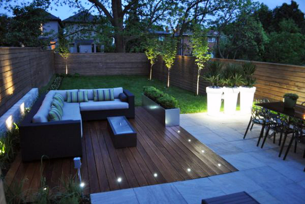 Las 4 claves para iluminar tu patio o jard n en las noches for Ideas para patios de casas