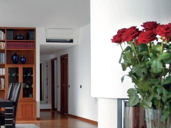 Los profesionales de asistencia en el hogar de Reparalia, y especialistas en instalación, revisión y mantenimiento de aire acondicionado en toda España, te cuentan sus trucos y consejos para esconderlo de la vista y mejorar la decoración de tu hogar, a través de ideas DIY de estilo muy variadas y para todos los bolsillos.
