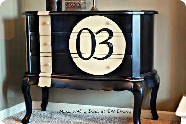 Los pintores de Reparalia son los profesionales perfectos para pintar tu casa porque lo saben todo sobre superficies, tipos de pintura, la aplicación perfecta y cómo conseguir siempre el efecto que deseas. Por eso hoy te lo cuentan todo sobre la pintura de pizarra o chalk paint.
