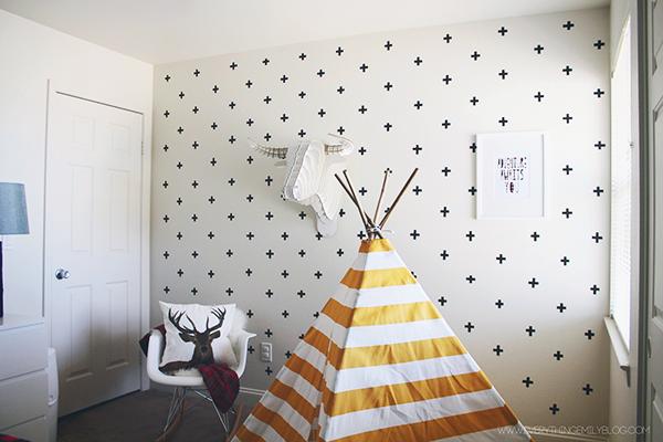 Los profesionales de Reparalia te traen hoy un DIY de decoración tan económico y original, que saldréis corriendo a por vuestros colores y patrones favoritos de washi tape para engalanar vuestra pared favorita de casa.