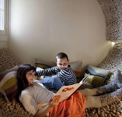 Los profesionales del hogar de Reparalia te traen trucos, consejos e ideas para disfrutar más de tu casa. Aprende hoy cómo crear el espacio perfecto de lectura para niños, reformando y redecorando sus lugares de juego en un DIY lleno de imaginación.