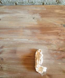Un DIY para envejecer cualquier madera y darle un toque vintage muy efectista y decorativo para tu hogar, a la manera de los carpinteros más avezados y manitas de Reparalia.