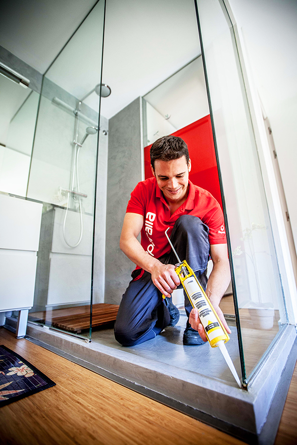 6 consejos para evitar el moho en tu ba o y cuidar la salud de tu hogar un hogar con mucho - Como quitar la silicona del bano ...