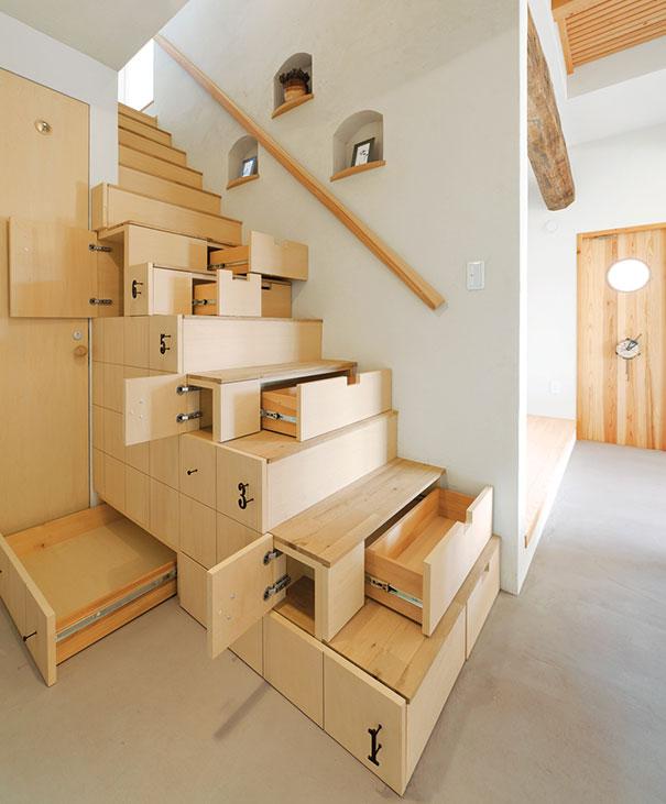 Los expertos del hogar de Reparalia son especialistas en reparaciones y reformas, capaces de dejar como nuevo cualquier desperfecto o mejora que necesites en tu hogar. ¿Escaleras? ¡Por supuesto que sí!