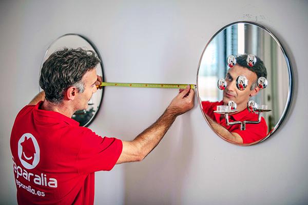 Los electicistas profesionales de Reparalia te cuentan sus trucos, ideas y consejos para conseguir que tu hogar parezca más grande gracias a una iluminación adecuada.