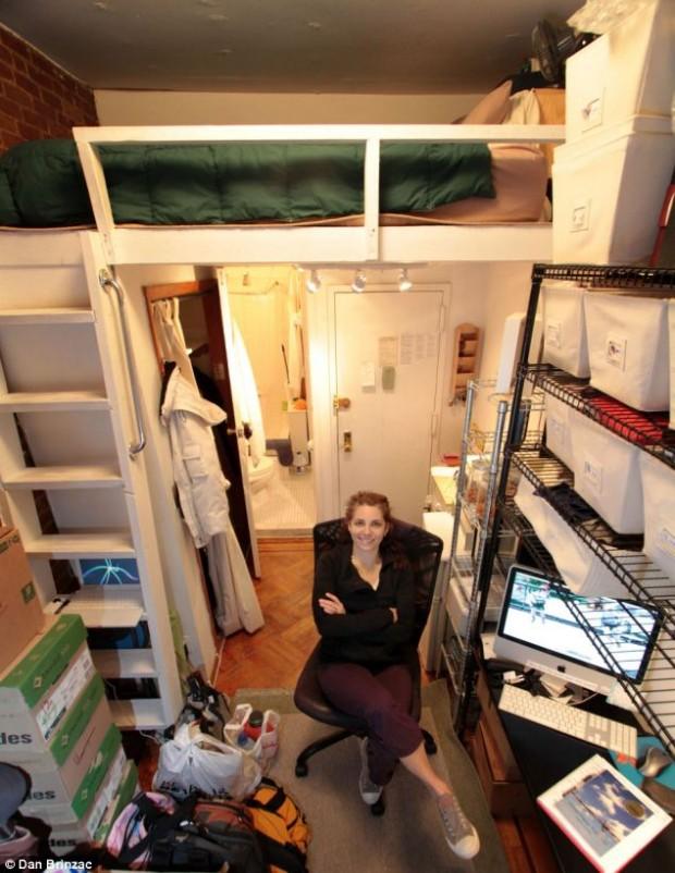 Inspiración para almacenar tus enseres personales en espacios realmente pequeños, gracias a estos dos célebres micro pisos en París y Manhattan que harán que te replantees el espacio y su función.