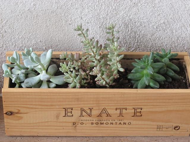5 ideas para reciclar esas cajas de vino despu s de las - Cajas de vino para decorar ...