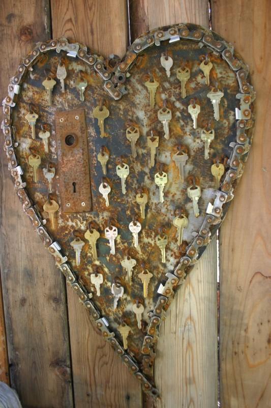 Los especialistas del hogar de HomeServe, profesionales de todos los gremios que puedas necesitar en tu casa, te traen hoy inspiración de reciclaje original para crear tu propio regalo de San Valentín low cost.